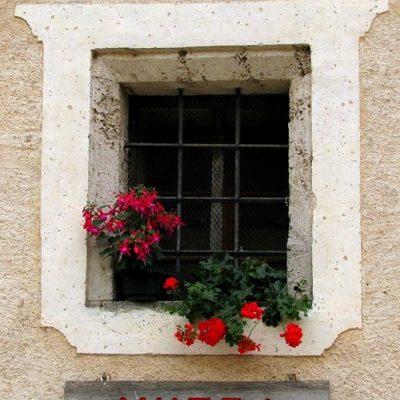 Okno kasarne