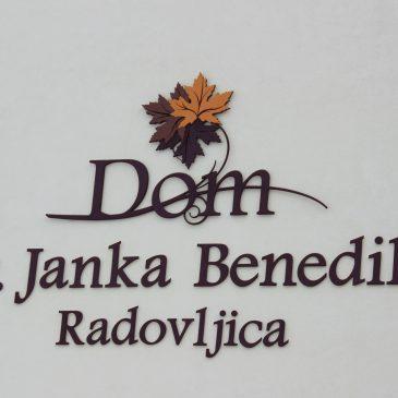 Razstavljanje članov v avli Doma dr. J. Benedika