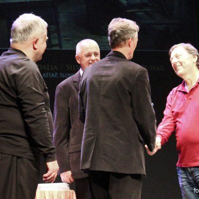 Žarko Petrovič prejema srebrno nagrado Janeza Puharja